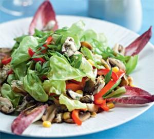 Постный салатик с горошком, кукурузой и мидиями