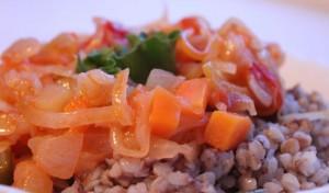 Тушеная квашеная капуста с томатами, кабачком и стручковой фасолью