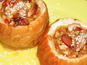 Яблочки, фаршированные изюмом, мармеладом и орешками