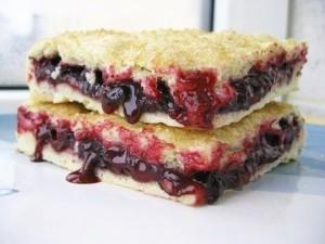 Постный пирог с вареньем и грецкими орехами