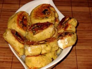 Картофельный рулетик с начинкой из грибов и овощей