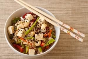 Постный азиатский салат с рисом